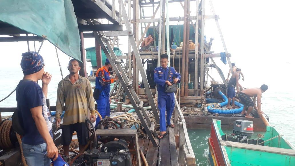 Satpolair Polres Basel menertibkan PIP ilegal di Laut Bantil Toboali