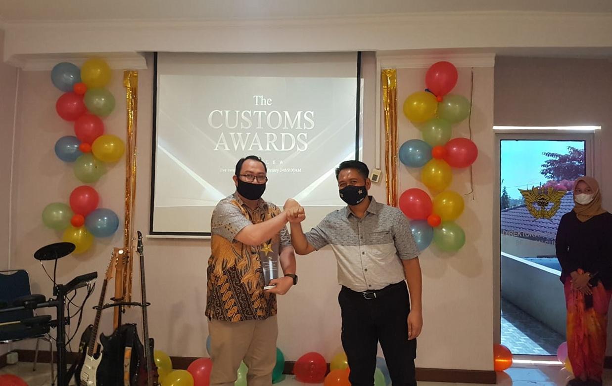 Penyerahan Customs Award Kantor Pengawasan dan Pelayanan Bea dan Cukai Tipe Madya Pabean C (KPPBC TMP) Kota Pangkalpinang Tahun 2021, di Aula KPPBC TMP C Pangkalpinang, Rabu (24/2/2021).(ist)