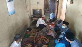 Bupati Algafry Rahman Sambangi Pasutri Sakit Warga HM Nur Koba