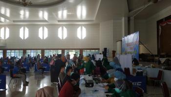 Hari Kedua, Bangka Tengah Vaksin 811 Orang Pelayanan Publik