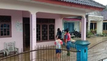 PMI Bangka Evakuasi Warga Dua Desa Terdampak Banjir, Kerahkan 1 Ambulance