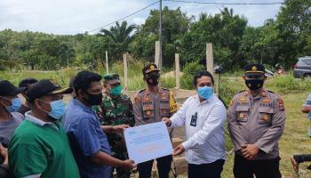 PT Timah Bantu Lanjutkan Pembangunan Musala Al-Ikhlas Desa Belo Laut
