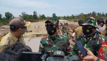 TNI Bantu Bangun Jembatan dan Jalan di Babar