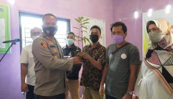Yayasan Tin Peduli Bagikan 3000 Bibit Durian Namlung di  Belo Laut