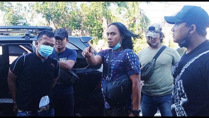 Caption: Salah satu pelaku saat diamankan Tim Buser Naga Polres Pangkalpinang (Foto Untung Novrianto)